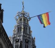 Regenboogvlag gemeentehuis Haarlem