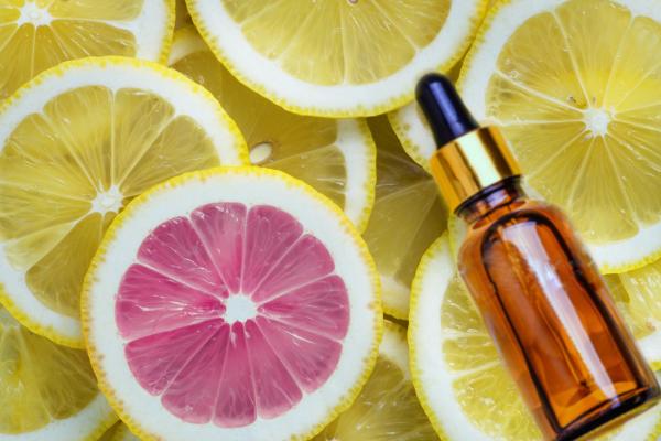 Czy można używać witaminy C latem?