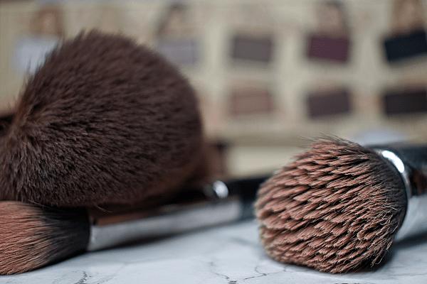 Jak myć pędzle do makijażu? 4 metody by robić to w domu!