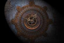 Relógio antigo de ponteiros, enferrujado