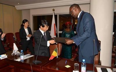 Mali: un pays qui a réalisé une croissance longue durée et créé 200 mille emplois se fait offrir du riz