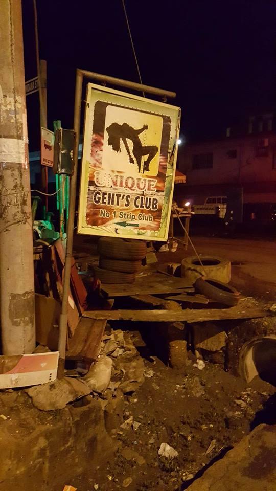 La prostitution à Lagos : Panneaux signalétiques lumineux