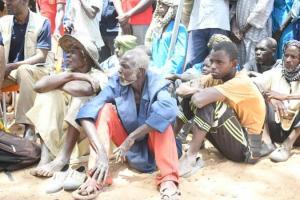 Les population d'Ogossagou après le massacre de 160 personnes