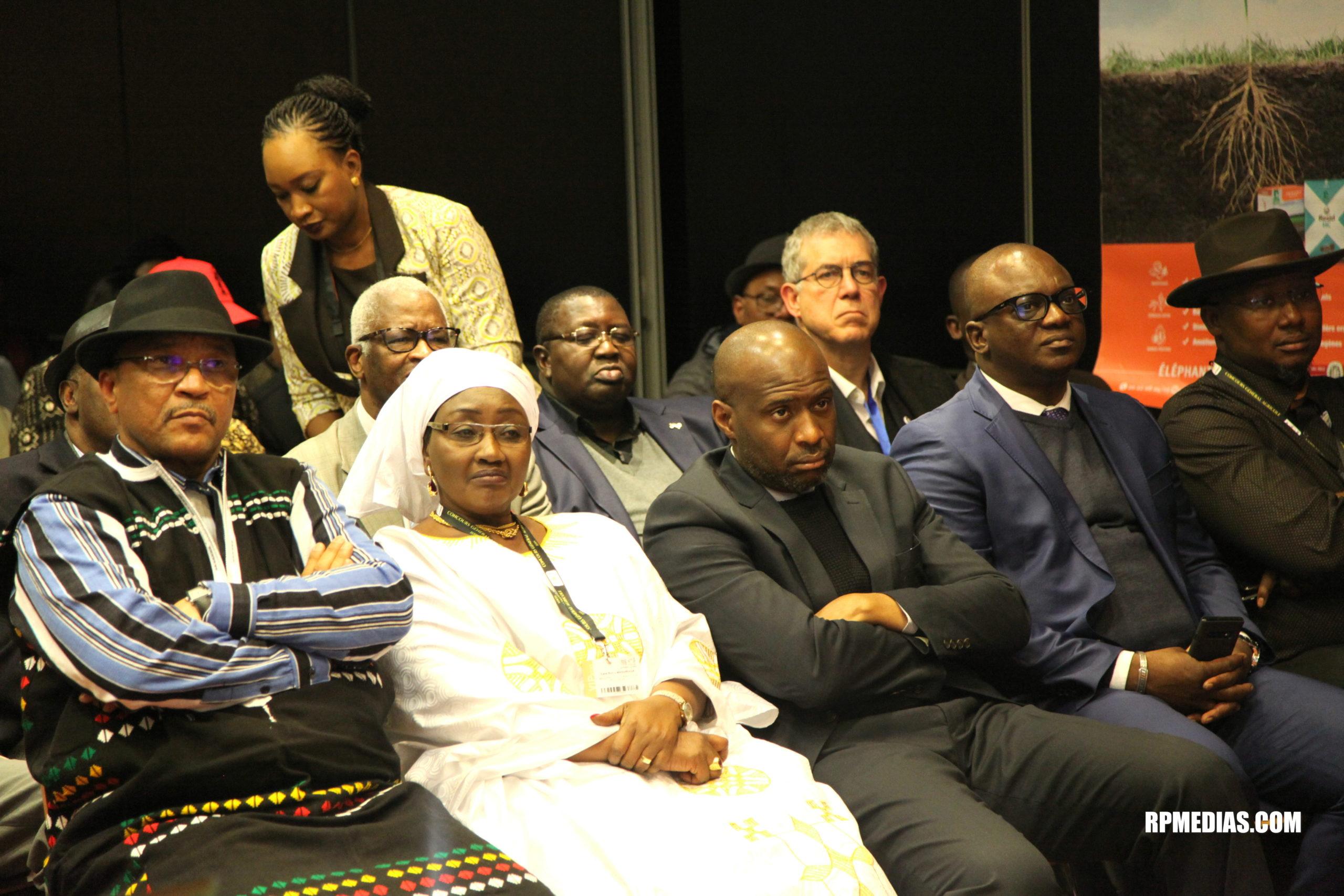 Le ministre Moulaye Ahmed Boubacar, Kane Rokia Maguiraga et Moussa MARA