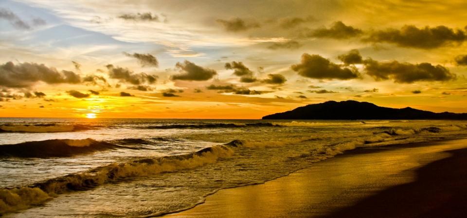 Resultado de imagen de playa grande costa rica