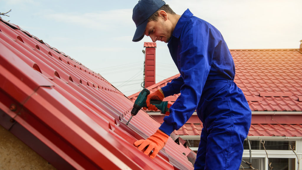 of screws you need for metal roofing