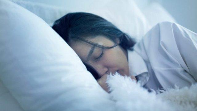 Me këtë teknikë bjerni në gjumë për dhjetë minuta