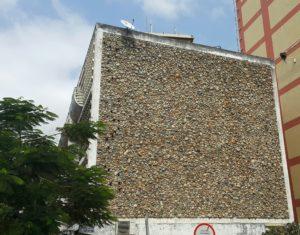 Maputo se argitektuur is uniek en die stad se inwoners is baie trots op die verskillende boustyle wat aangetref word.