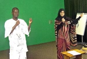 Die DeafNET DVD-woordeboek tolke vir Senegal en Mauritanië