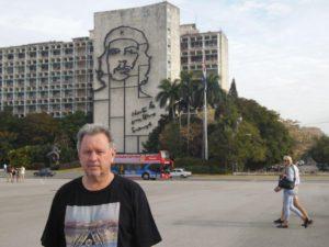 """""""Hasta la victoria siempre"""" (Tot oorwinning, altyd!). Johan Rademan by Che Guevara se laaste afskeidswoorde in 'n brief aan die Kubane voordat hy Kongo en Bolivia toe vetrek het. Oorsee het hy ook teen onderdrukking en ongelykhede sy rewolusies voortgesit ,maar is uiteindelik gevange geneem en vermoor."""
