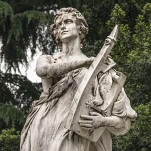 Musa che suona la cetra, particolare della Fontana a Donizzetti