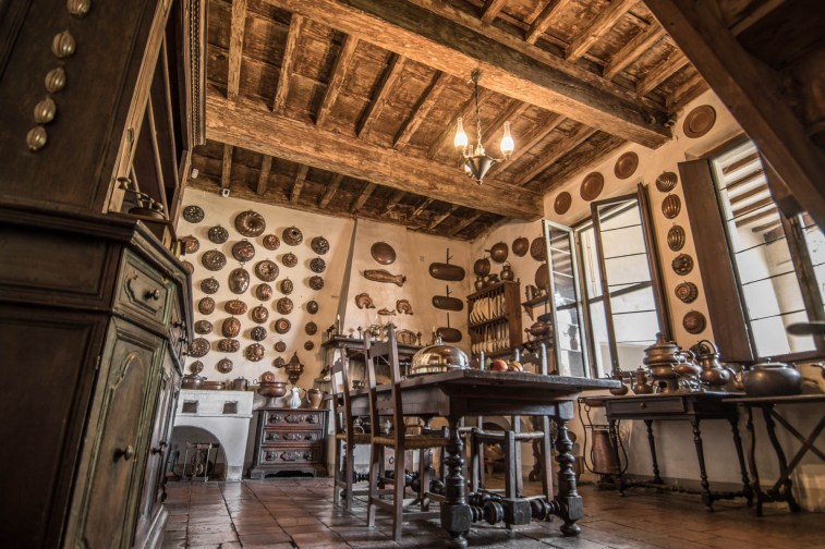 Cucina di Palazzo d'Arco con utensili ottocenteschi