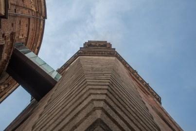 Sotto il Campanile della Basilica di San Gaudenzio a Novara