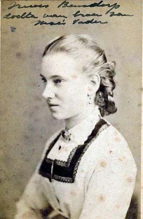 1875, approx Truus Bensdorp, fille de Gerardus Bernardus Bensdorp (1812-1882) frère du père de Moe