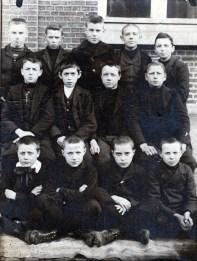 1904, classe à Anvers en Belgique. Frans der Kinderen 3e rangée à droite