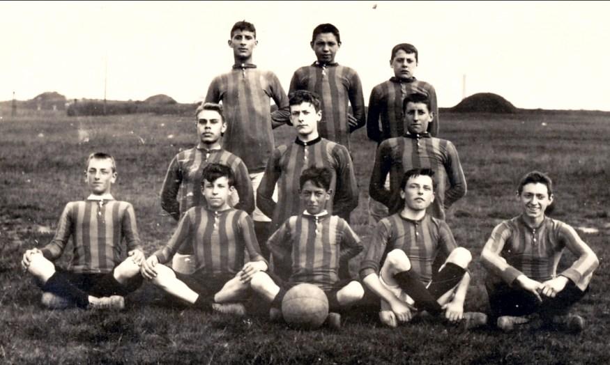 1907, approx Jean der Kinderen (Onkel) 4e de la première rangée