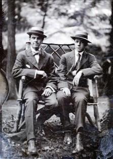 1910, approx ... et Horace Thivierge à droite