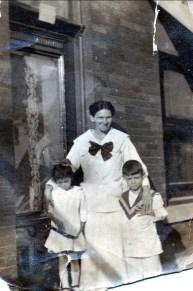 1917, Laurette et Albert Thivierge avec leur mère Helena Rochford