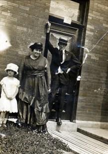 1918, Eileen Hogan, tante Tina Rochford et son mari Tom Hogan