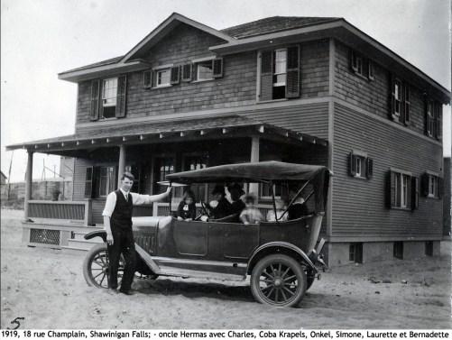 1919, 18 rue Champlain, Shawinigan Falls, - oncle Hermas avec Charles, Coba Krapels, Onkel, Simone et Laurette et Bernadette copie