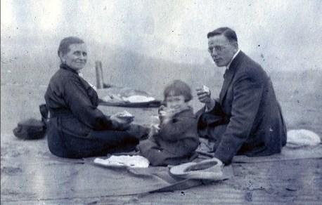 1919, Moe, Jeanne et Onkel en pique nique