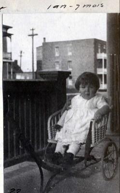 1920, Henriette en poussette