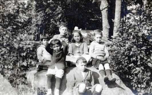 1920 Laurette Thivierge à gauche, Albert Thivierge en avant