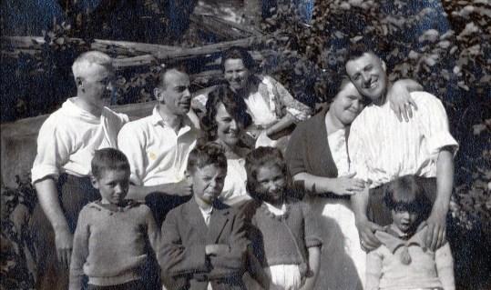 1920 Tom Hogan, Joe Rochford, Lizzie, Helena, Tina, Horace -- Jimmy Hughes, Albert, Eileen Hogan, Laurette