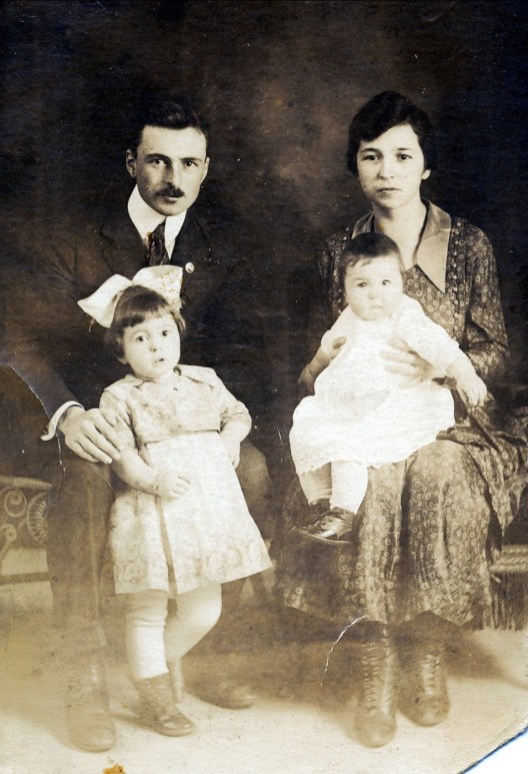 1921, François avec Jeanne et Germaine avec Henriette