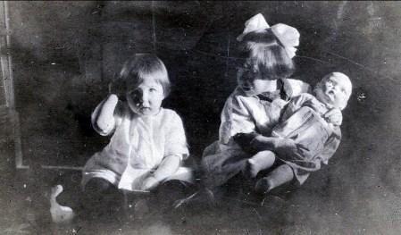 1921, Henriette et Jeanne de Kinder