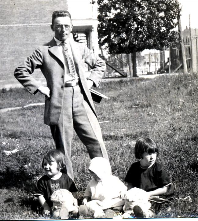 1922, 22 juillet, Jean der Kinderen (onkel) avec ses nièces Henriette, Gaby et Jeanne