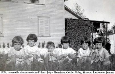 1922, marmaille devant maison Henri Joly - Henriette, Cécile, Gaby, Simone, Laurette et Jeanne