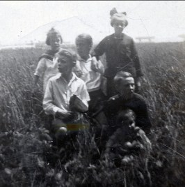 1923, Laurette et Albert Thivierge, Antoinette et Laurette Bergeron