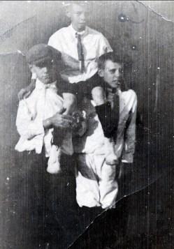 1924, Albert Thivierge est sur les épaules