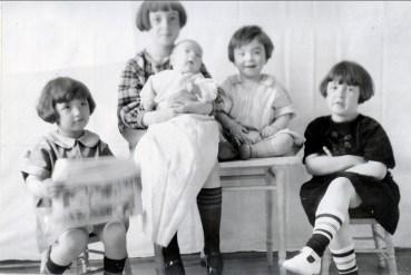 1925, Gaby, Jeanne avec Robert, Louis et Henriette de Kinder