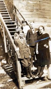 1925, approx Albert Thivierge, en avant à gauche,......