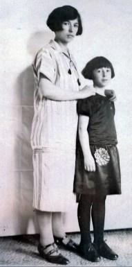 1925, mars - Germaine de Kinder avec sa grande fille Jeanne