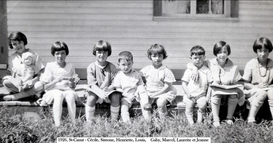 1926, St-Canut - Cécile et Simone Joly, Henriette, Louis et Gaby de Kinder, Marcel et Laurette Joly et Jeanne copie