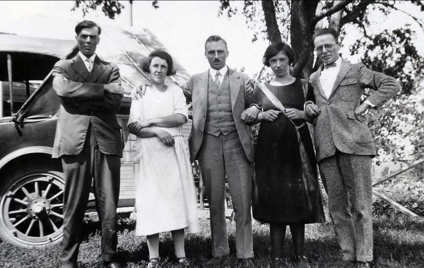 1926, St-Canut - Henri et Bernadette Joly, François et Germaine de Kinder et Onkel