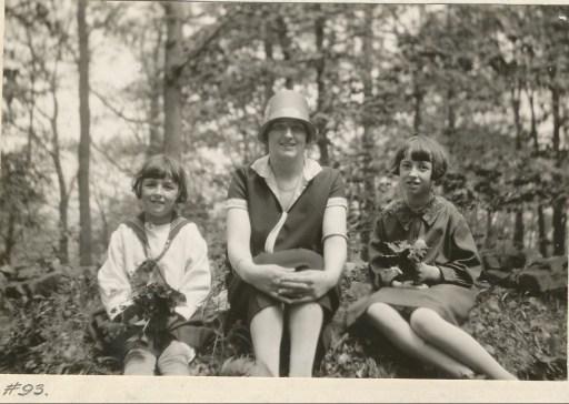 1927, Henriette, miss Alida et Jeanne