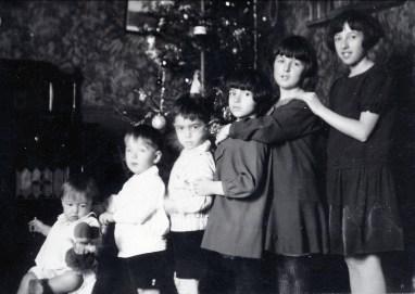 1927, Noël - Maurice, Robert, Louis, Gaby, Henriette et Jeanne de Kinder