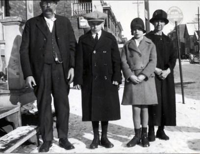 1928, nov Napoléon Fournier, Charles, Rita et Marie-Jeanne Fournier à Shawinigan