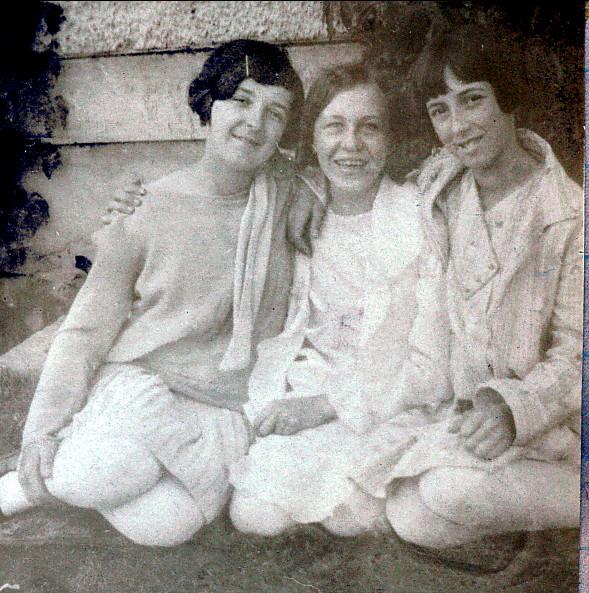 1929, Cécile Joly, Félicité Bordeleau et Jeanne