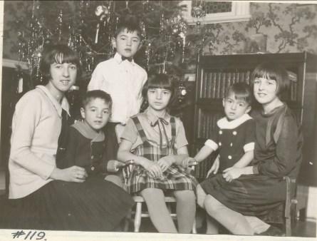 1930, Noël les six enfants Jeanne, Robert, Louis, Gabrielle, Maurice et Henriette de Kinder