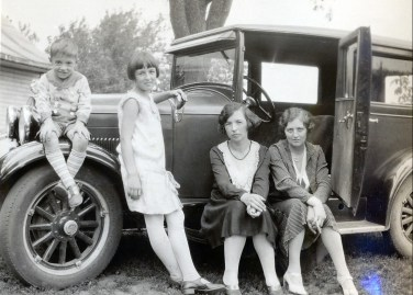 1930, Robert, Henriette, Germaine et miss Alida