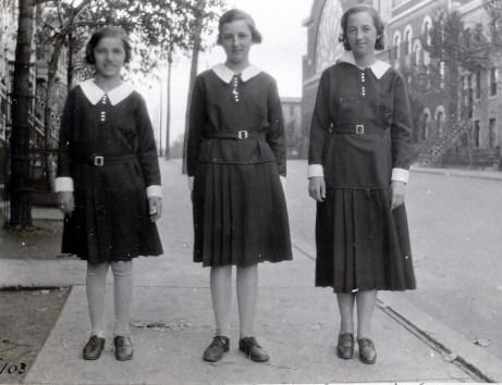 1933, Gaby, Henriette et Jeanne de Kinder - rue St-Urbain