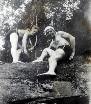 1934, approx ..., Albert Thivierge à droite