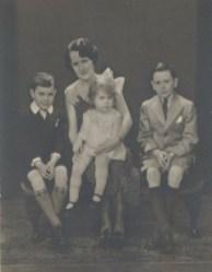 1934, approx Maurice, Mary Elizabeth, Hilda et Micheal Earle Rochford