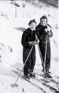 1936, approx Rose-Aimée et Henriette de Kinder à Shawinigan Falls
