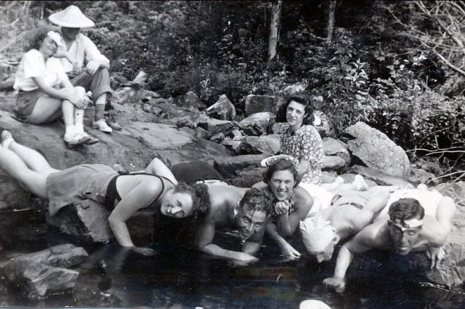 1939, Henriette, Albert et amis